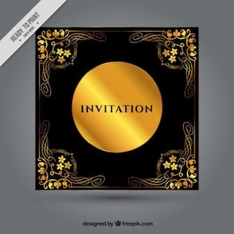 Invitación negra con ornamentos florales dorados