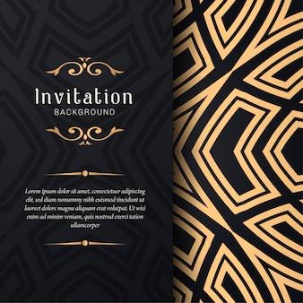Invitación de la tarjeta de felicitación con adornos florales, fondo ornamental de oro