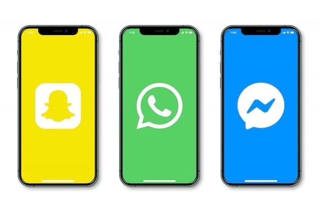 Iphone con logo de redes sociales en pantalla