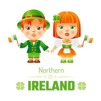 Irlanda del norte y niños en trajes nacionales irlandeses.
