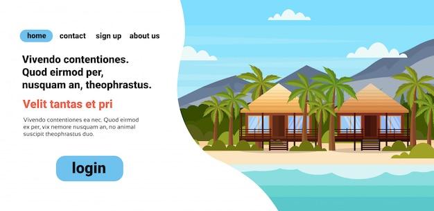 Isla tropical con villa bungalow hotel en la playa junto al mar montaña verde palmeras paisaje vacaciones de verano copyspace plana