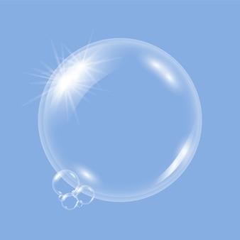 Jabón transparente realista burbujas de agua, bolas o esferas sobre un fondo azul.