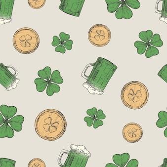 Jarra de cerveza dibujada a mano, monedas de oro de duende y trébol de la suerte verde