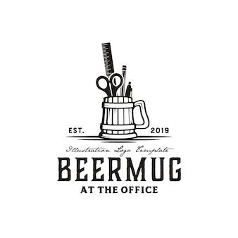 Jarra de cerveza y herramientas de oficina dibujado a mano ilustración vintage logo