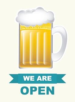 Jarra de cerveza sobre blanco, estamos abiertos