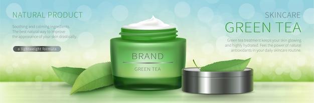 Jarra de vidrio verde con crema natural.