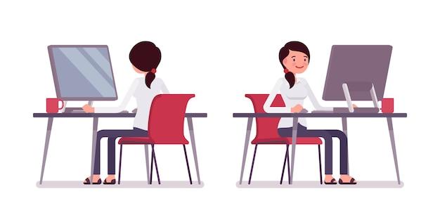 Joven empleada trabajando en la computadora, vista trasera y frontal