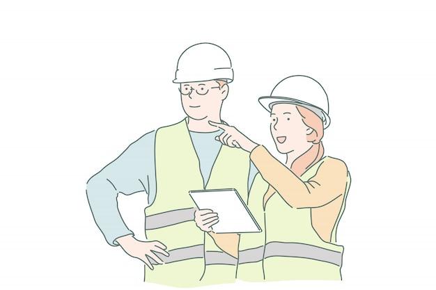 Joven empresaria maestra explica al constructor capataz instrucciones y requisitos.