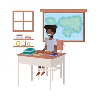 Joven estudiante negra en aula de geografía