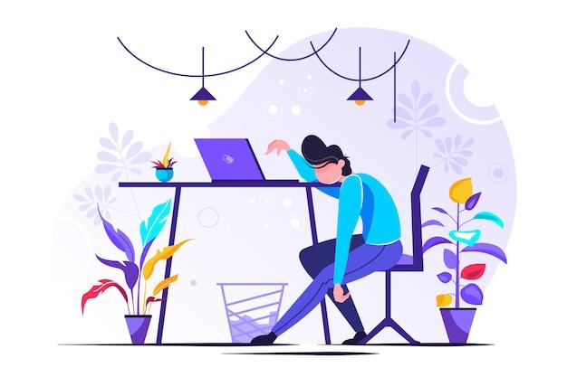 Joven gerente agotado mujer sentada en la oficina