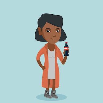 Joven mujer afroamericana bebiendo refrescos.