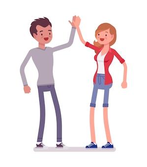 Joven y mujer dando cinco
