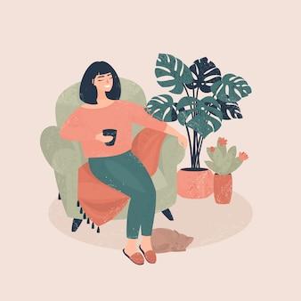 Joven mujer feliz se sienta en una silla