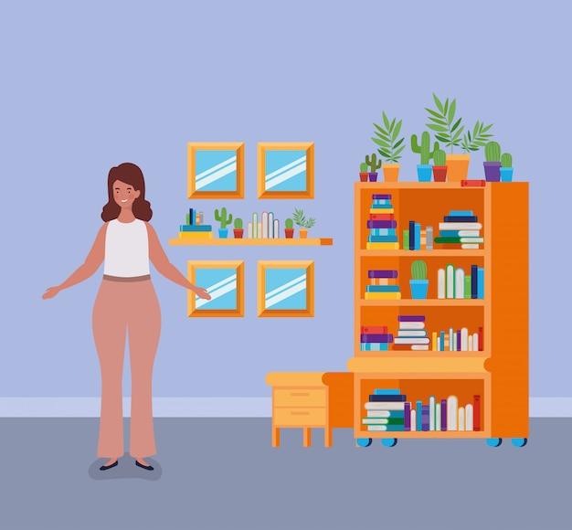 Joven mujer gorda de pie en la sala de la biblioteca