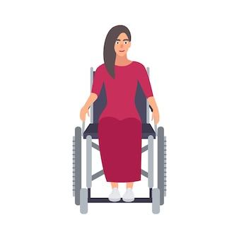 Joven mujer hermosa de pelo largo con vestido rosa sentado en silla de ruedas. personaje de dibujos animados femenino con discapacidad física, discapacidad o movilidad limitada. ilustración de vector de dibujos animados plana.