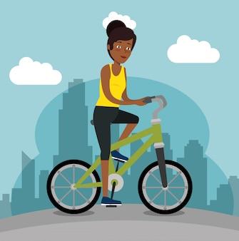 Joven mujer negra montando bicicleta
