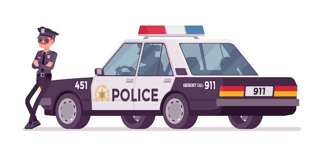 Joven policía de pie cerca de la bandera del coche