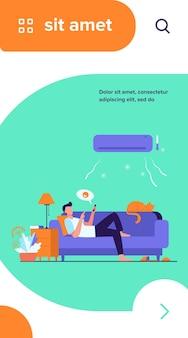 Joven relajante en el sofá bajo la ilustración de vector plano de aire acondicionado. chico de dibujos animados en una habitación fría charlando a través del teléfono inteligente