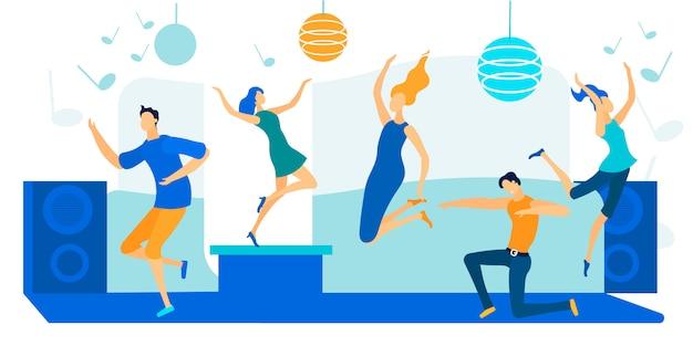 Jóvenes bailando en la fiesta disco. feliz ocio