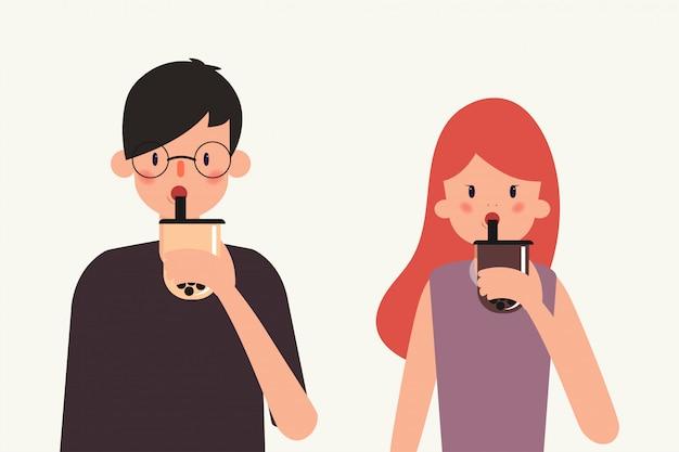 Los jóvenes beben té con leche de burbujas.