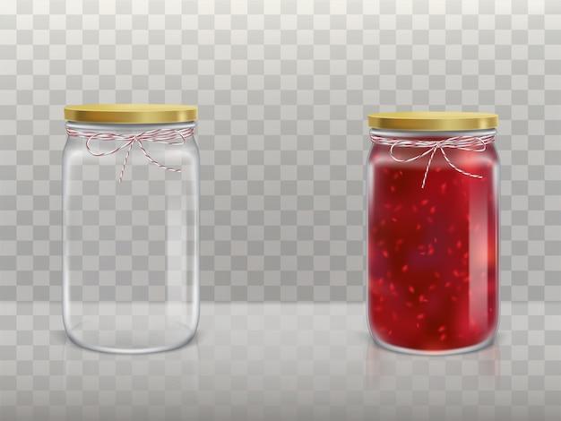 Un juego de jarras redondas de vidrio está vacío y con mermelada de frambuesa cubierta con una tapa