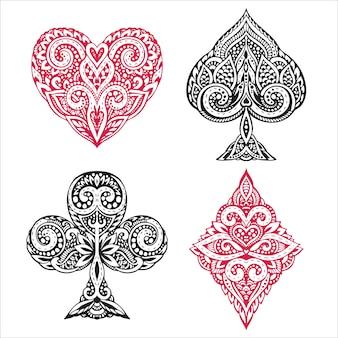 Juego de naipes negros y rojos dibujados a mano con adornos decorativos. objetos sobre fondo blanco