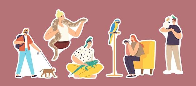 Juego de pegatinas de personajes con mascotas exóticas lagarto, serpiente, mono y araña con loro. cuidado de personas de animales tropicales, aves e insectos. criaturas humanas y salvajes. ilustración vectorial de dibujos animados