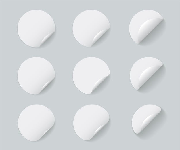 Juego de pegatinas redondas blancas con esquina rizada y sombras.