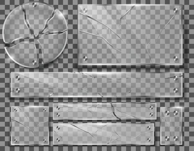 Juego de placas de vidrio transparente roto con grietas, paneles destrozados con fragmentos afilados.