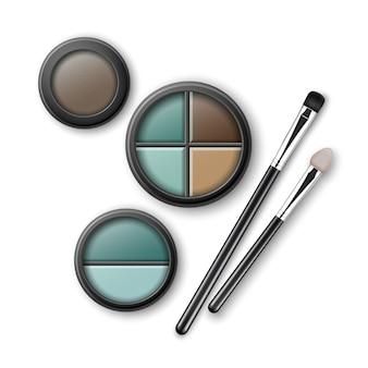 Juego de sombras de ojos multicolores azul claro marrón turquesa ocre en estuche de plástico transparente negro redondo con aplicadores de pinceles de maquillaje vista superior aislada.
