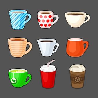Juego de tazas de colores con diferentes bebidas.
