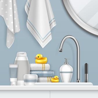 Juego de toallas y baño en estante con pato amarillo en el baño.