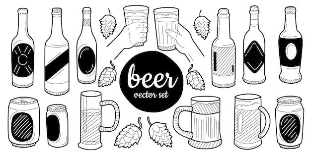 Juego de vasos de cerveza y tazas en tinta estilo dibujado a mano. aislado en blanco. vector.