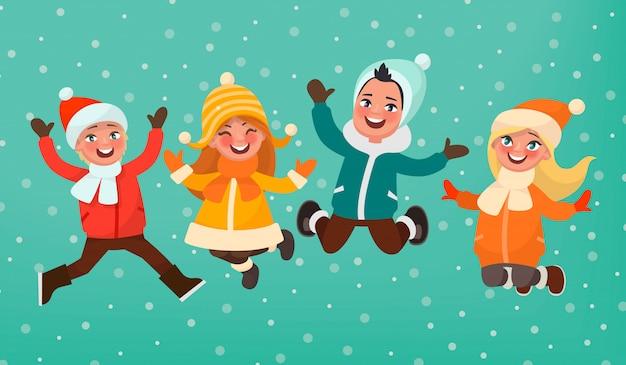 Juegos infantiles de invierno. niños y niñas vestidos cálidamente saltan sobre un fondo de nieve que cae.