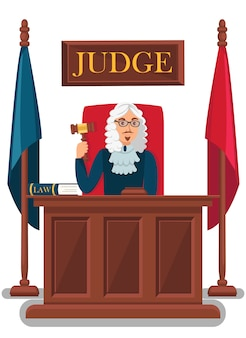 Juez que sostiene el mazo de madera