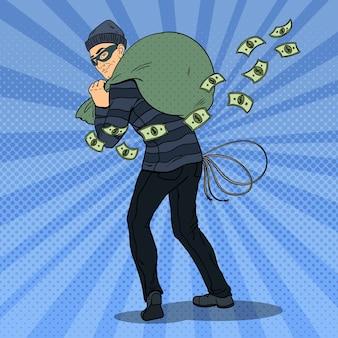 Ladrón con máscara negra robando dinero