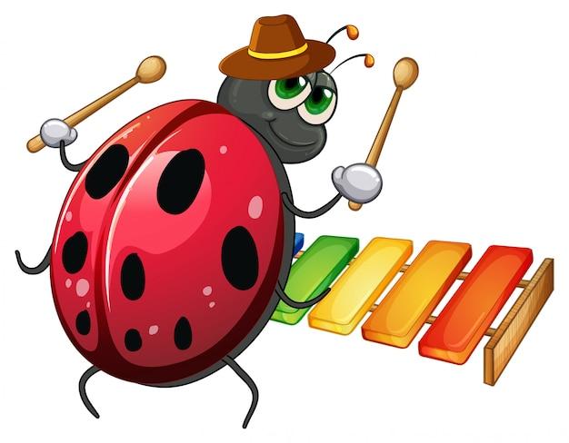 Ladybug tocando el xilófono sobre fondo blanco.