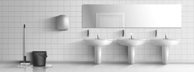 Lavado y limpieza interior del baño público.