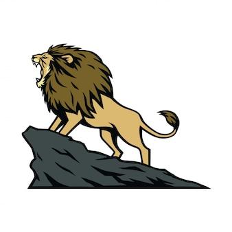 León rugiendo en la colina de la montaña