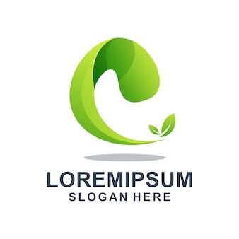 Letra e verde con plantilla de logotipo de hoja
