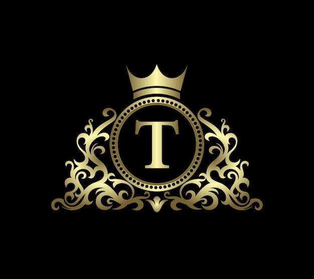 Letra t de oro sobre fondo de círculo con iconos ornamentales
