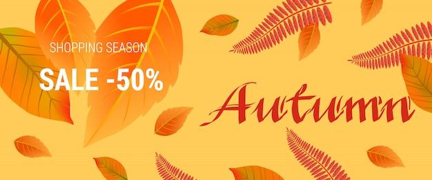 Letras creativas de otoño. venta de la temporada de compras cincuenta letras de venta en el fondo de la hoja naranja