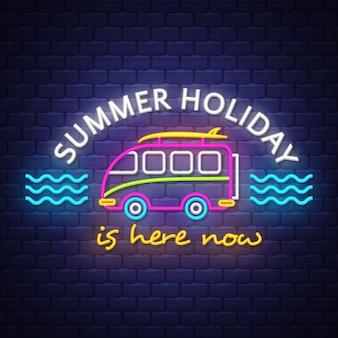 Letras de letrero de neón de vacaciones de verano
