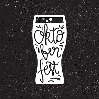 Letras de oktoberfest. elemento de diseño hecho a mano del festival de la cerveza para insignia, pegatina, póster e impresión, camiseta, ropa. vector