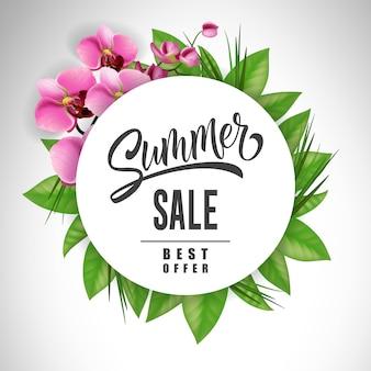 Letras de venta de verano en círculo con orquídeas y hojas. oferta o publicidad de venta