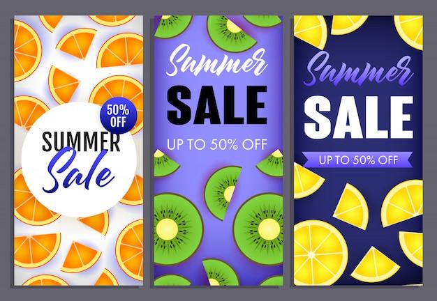 Letras de venta de verano con rodajas de kiwi, naranja y limón.