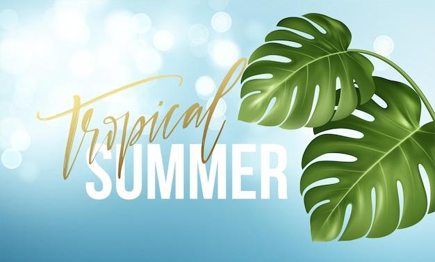 Letras de verano tropical en el fondo de hojas verdes brillantes realistas de monstera.