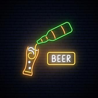 Letrero de cerveza de neón.