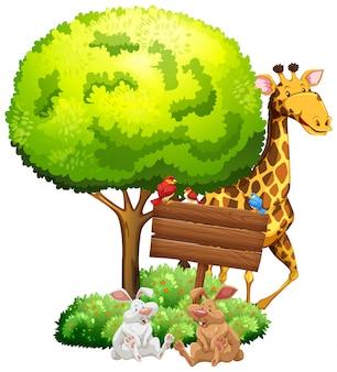 Letrero de madera con jirafa y conejos.