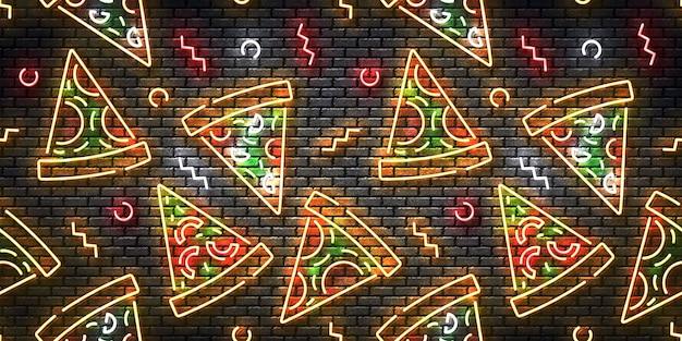 Letrero de neón aislado realista de pizza en una pared de patrones sin fisuras.